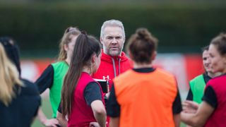 Ollie Phillips conducts Wales training