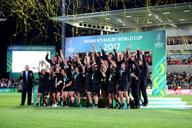 WRWC 2017: Final - England v New Zealand trophy lift